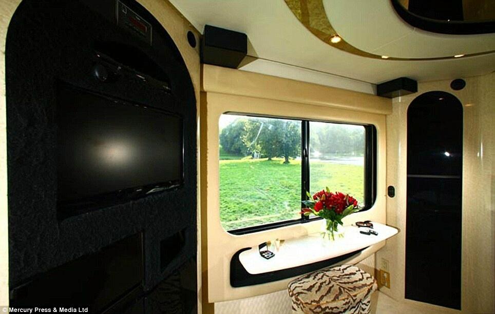 Dünyanın en pahalı otobüsü galerisi resim 6