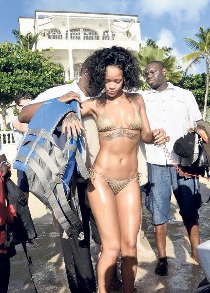 990 dolarlık bikiniyi giydi patladı galerisi resim 1