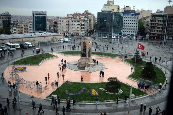 Taksim'de 1 Mayıs hazırlıkları başladı! galerisi resim 1