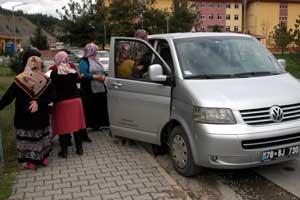Resmi plakalı araçla AKP yardımı
