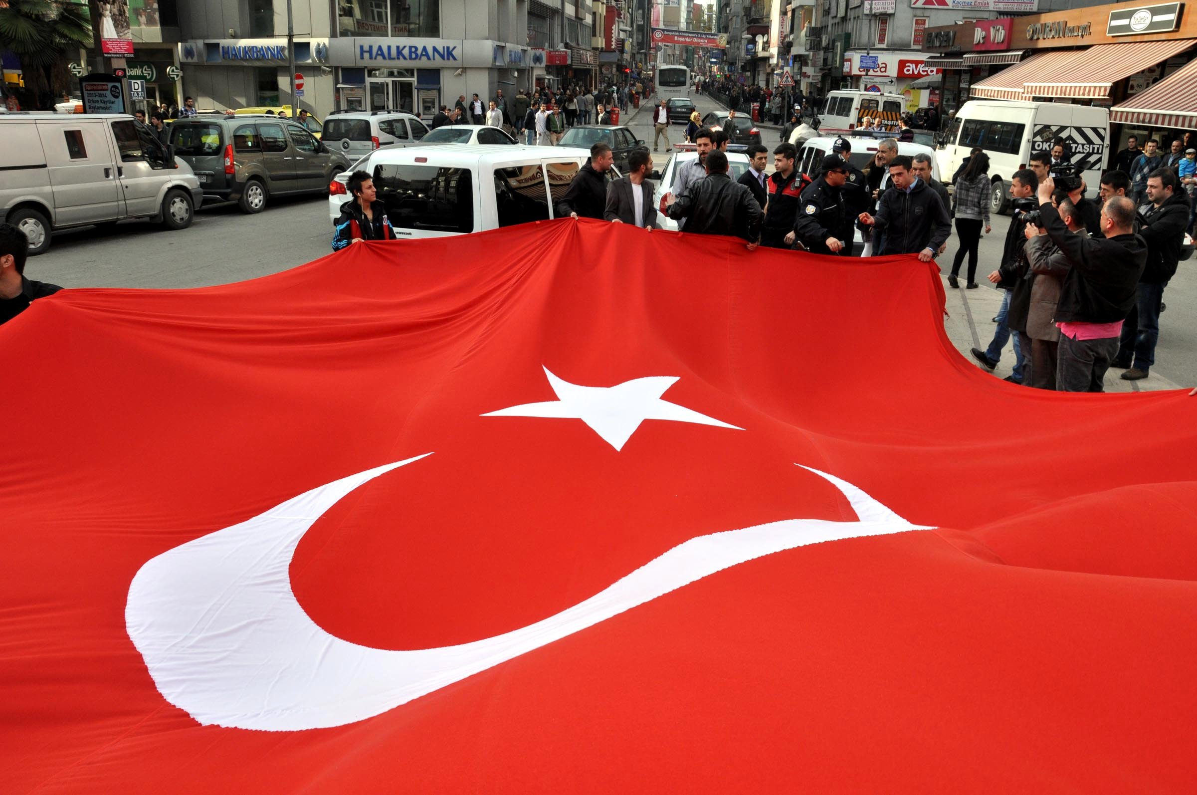 Türk bayrağı krizi!