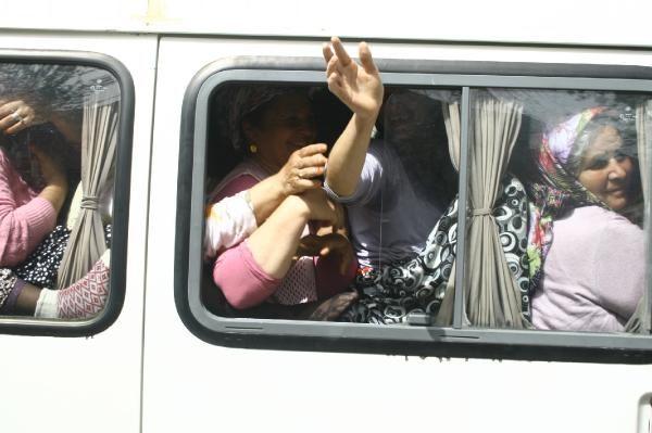 15 kişilik minibüse 40 bohçacı kadın...