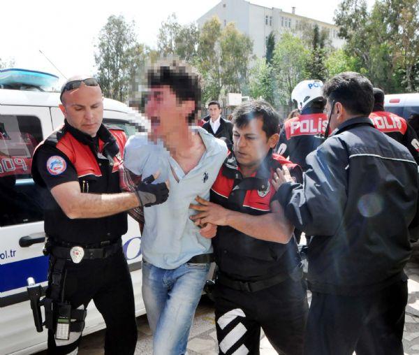 Polise tekme tokat saldırı