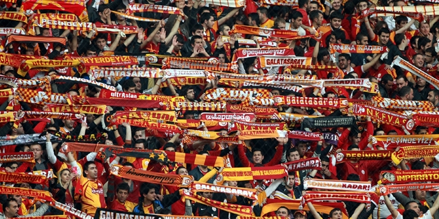 Ultraslandan Madride 2 aşamalı tribün şov!