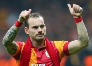 Ne yaptın sen Sneijder!