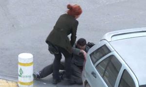Erkek arkadaşını dövdü!