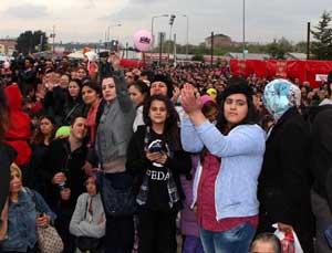 Konsere binlerce kişi katıldı