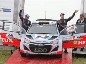 Hyundai i20 WRC podyumda