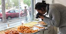 Türkiyenin tatlılarını araştırıyor