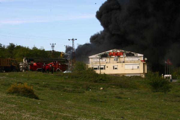 Kimya fabrikası yanıyor!