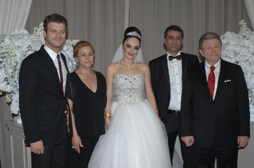 Kıvançın abisi evlendi!