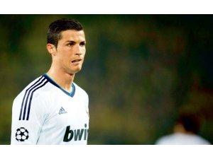 Ronaldo yaptı yapacağını!