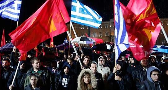 Binlerce kişi Yunan hükümetini protesto etti