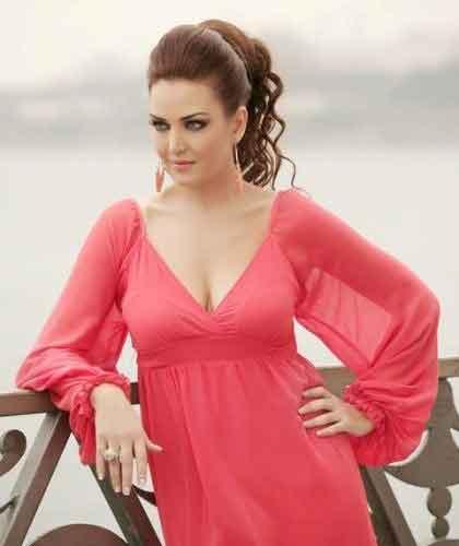 Pınar balkonda  kurşun döktürdü