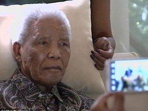 Nelson Mandelanın ifadesiz yüzü