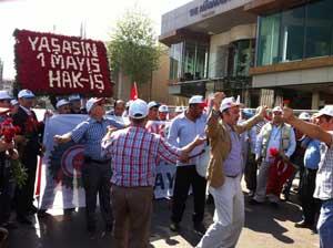 Taksim Meydanında davul zurnalı kutlama yaptılar