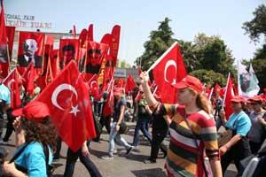İzmirde iki 1 Mayıs