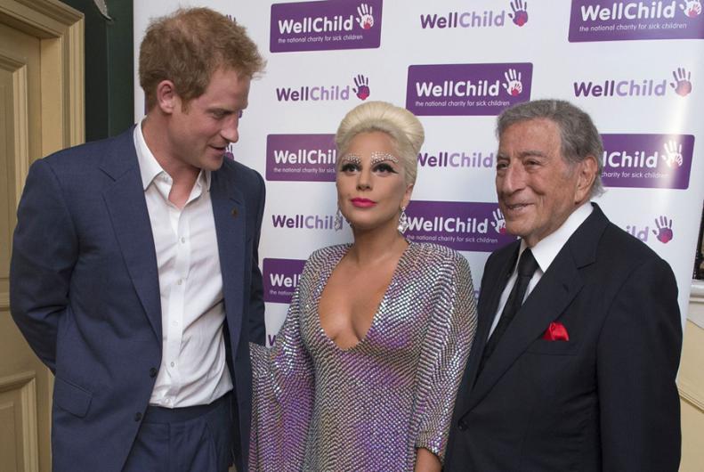 Prens Lady Gagayı görünce bakakaldı