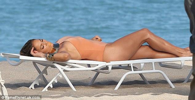 Jennifer Lopezin selülitlerine inanamayacaksınız