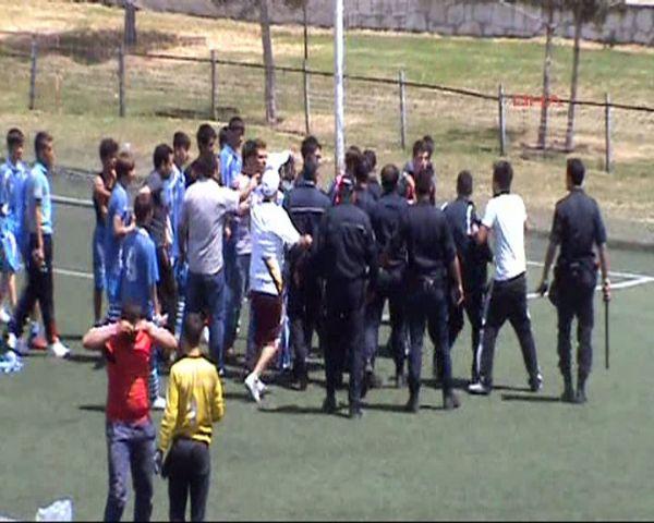 Futbolcu çocuklara biber gazı!