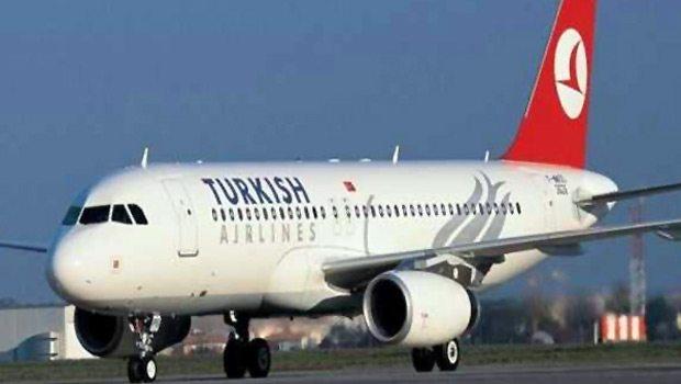 Yolcunun müzik keyfi uçağı boşalttı