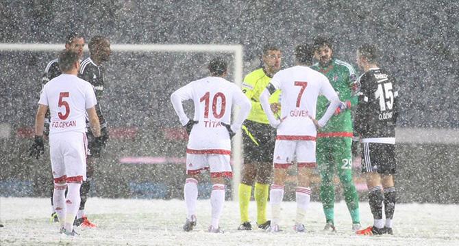 Beşiktaş-Mersin İY maçı kar nedeniyle ertelendi