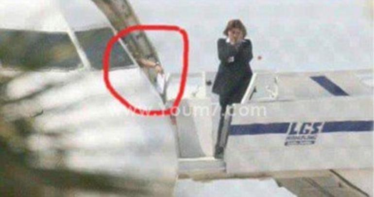 Korsan uçağın camından mektubu verdi