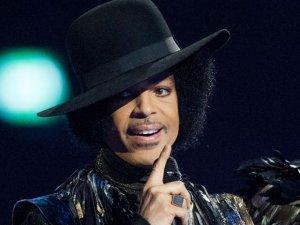 Dünyaca ünlü şarkıcı evinde ölü bulundu