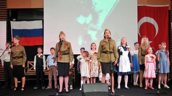 Ruslar Zafer Bayramını kutladı