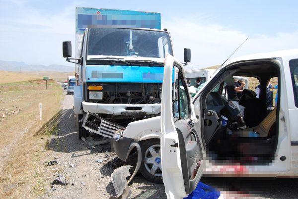 Demirtaşın konvoyunda kaza