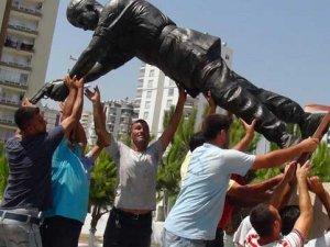 Şehit astsubayın heykeli dikildi