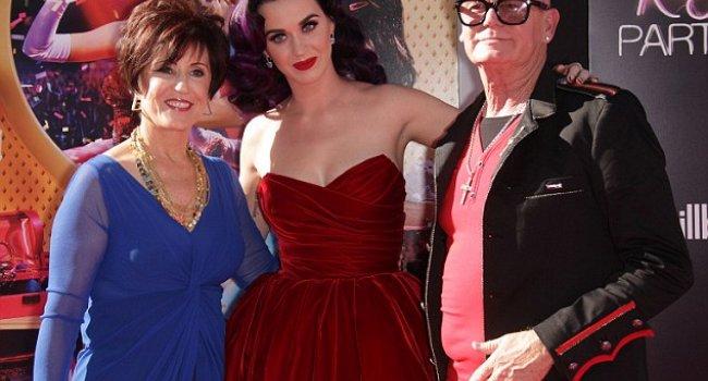 Katy Perrynin evliliğini annesi bitirmiş
