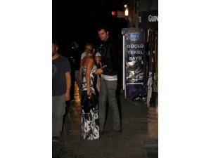 Sevgilisini sokak ortasında tartakladı