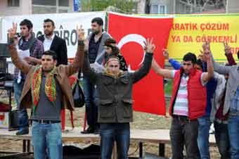 Türk bayraklarıyla kutladılar