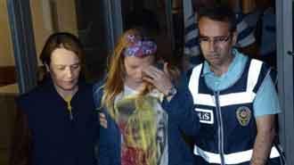 Yurtta kalan 3 kız hizmetliyi dövüp kaçtı