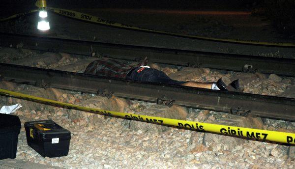 Tren raylarında intihar