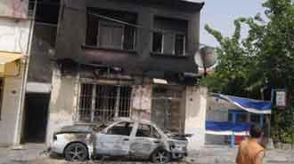 Evini ve arabasını yaktılar, linçten polis kurtardı