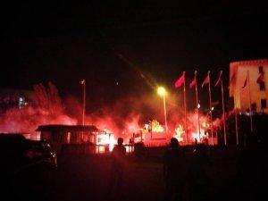 Divan Oteli eylemcilere kapılarını açtı