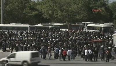 Polis çekildi on binler Taksimde!