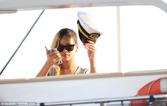 Rihannadan denizci selamı