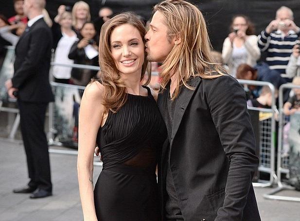 Angelina Jolie yeni memeleri ile ortaya çıktı