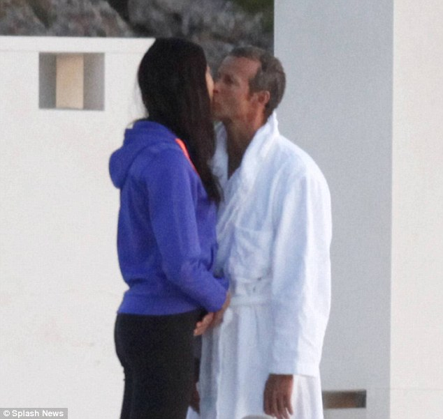 Naomi Campbelli sevgilisi aldatıyor