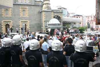 Gezi Parkı direnişine destek eylemine bıçaklı saldırı