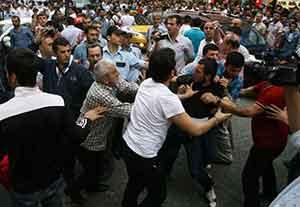 Eylemciler saatlerce mahsur kaldı