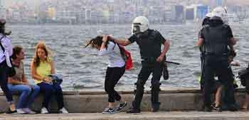 Çevik kuvvet polisinin kimlikleri belirlendi