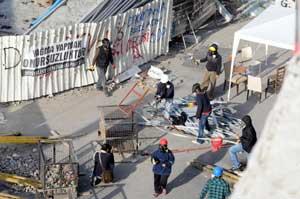 Eylemciler polise taş attırmadı