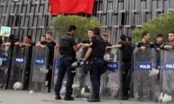 Taksimde bu kez polister slogan attı