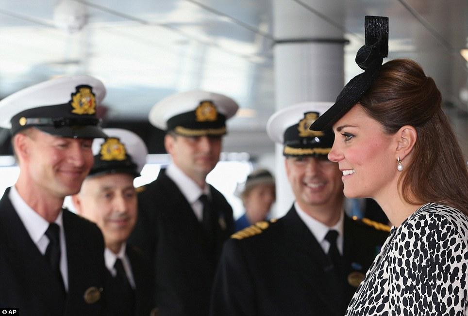 Düşes, kaptan köşkünde