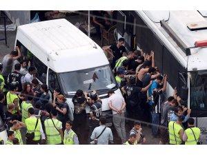 Dakika dakika Taksim: Sıraselvilerde gözaltılar