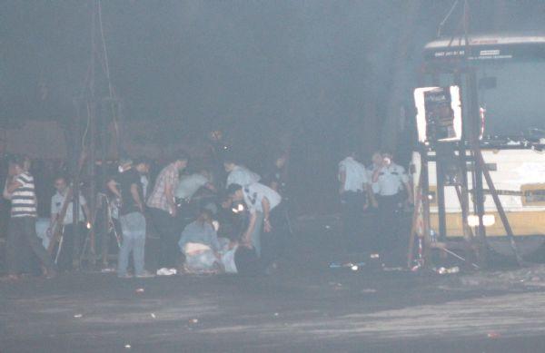Gaz bombası polis otobüsünde patladı